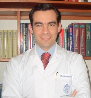 Dr. Alejandro Soza, hepatólogo